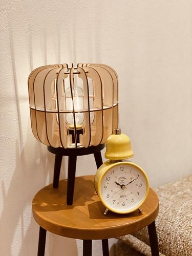時計とライトの画像